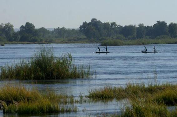 VFAPU - Zambezi River fishermen
